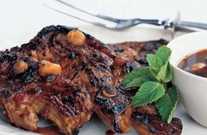 Grillezett bárány sárgabarack-lime mártással