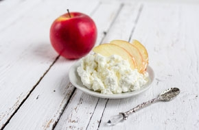 Túrós pohárkrém sült almával, tojáslikőrrel
