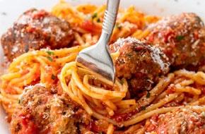 Spagetti és húsgombócok